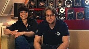 Unsere Azubis Alena (Gitarrenabteilung) und Daniel (Studioabteilung)
