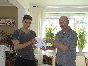 André T. - qui fotografato con suo figlio - ha vinto un iPad grazie a una sua recensione