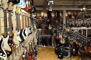 Unsere Gitarrenabteilung bei Thomann