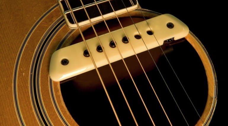 C mo amplificar una guitarra ac stica - Como colocar las cuerdas de un estor ...